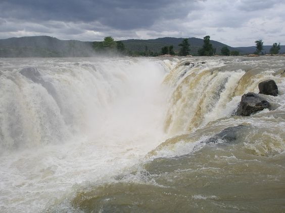 Hogenakkal Waterfall