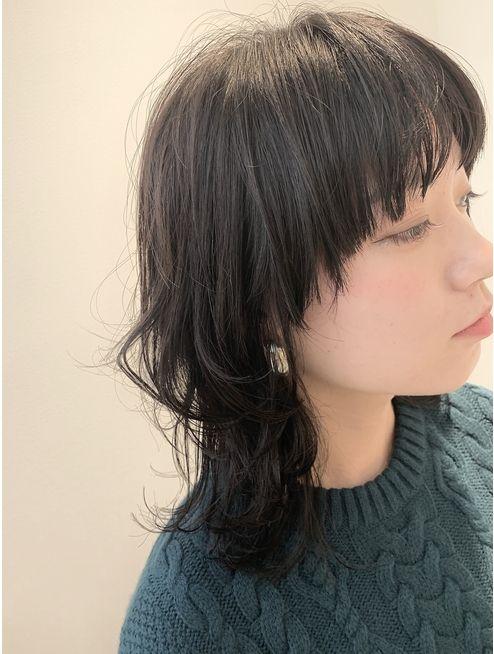 マッシュウルフヘア L048279410 モノクロ Monochro のヘアカタログ ホットペッパービューティー 2021 ヘアスタイル 黒髪ロング パーマ 梨花 髪型