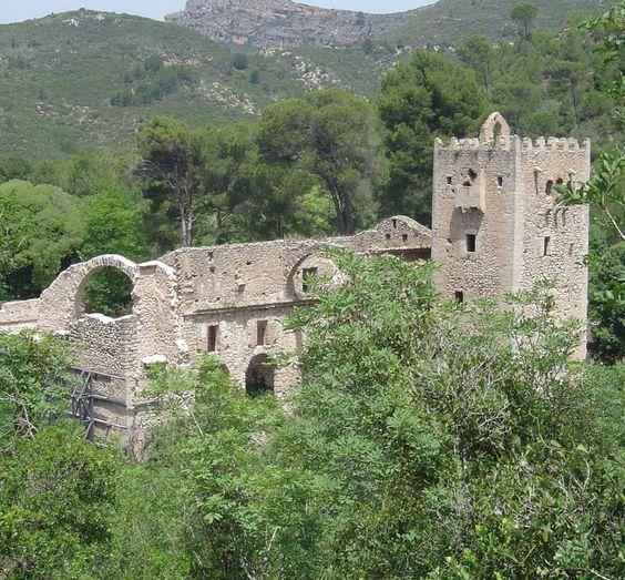 El Monasterio de Santa María de la Murfa con su Torre dels Coloms y su incomparable paraje. (Copyright Ruta dels Monestirs) Os invitamos a visitar: http://revista.destinosur.com/pdf57/alzira.pdf http://www.turismohumano.com/boletines/104.html