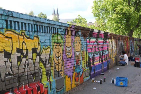 Arbeiten an der Hoftex Mauer bis in die Abendstunden