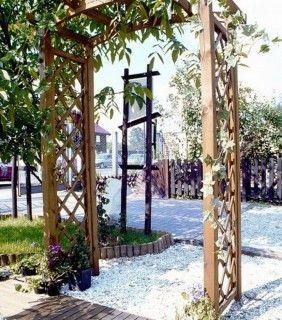 040107 pergola arcade jardin deco une pergola classique for Support plantes grimpantes leroy merlin