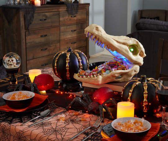 Halloween  Animated Skeleton Alligator Skull Motion Activated 15 x 11 x 7 New