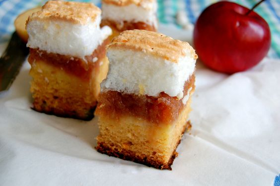 Layered cake with apple and meringue