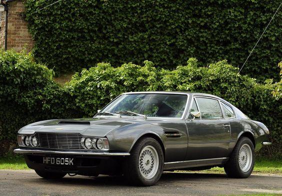 La DBS a connu son heure de gloire à la télévision en 1971, en devenant la fidèle monture de Roger Moore, alias Lord Brett Sinclair, dans la série  'Amicalement Vôtre'. Elle rivalise avec la Dino 206 GT de Danny Wilde, incarné par Tony Curtis.