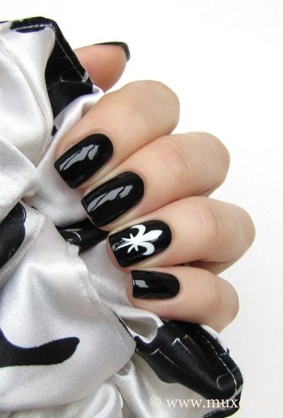 Black & white fleur de lis