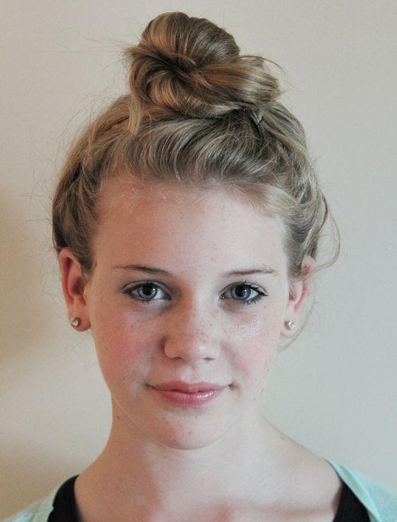 Le topknot : une coiffure facile à réaliser pour cheveux pas très propres