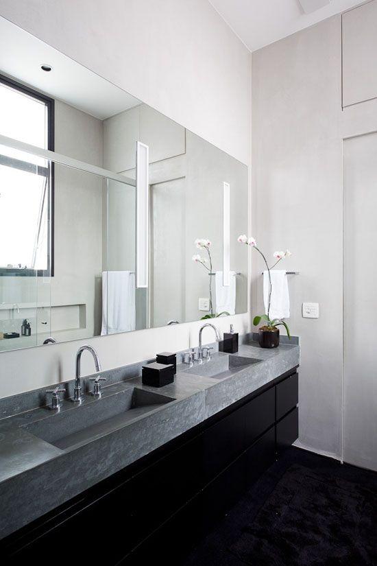 Un loft en gris, noir et blanc Loft, Tags et Salle de bains - salle de bain gris et bleu