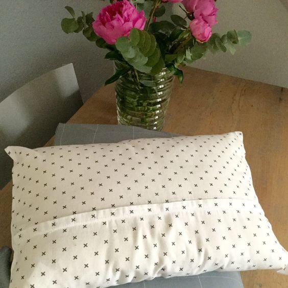 housse de coussin finitions impeccables diy tuto inside tuto couture accessoires d co. Black Bedroom Furniture Sets. Home Design Ideas