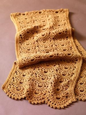 Sweet scallops shawl -- free crochet pattern