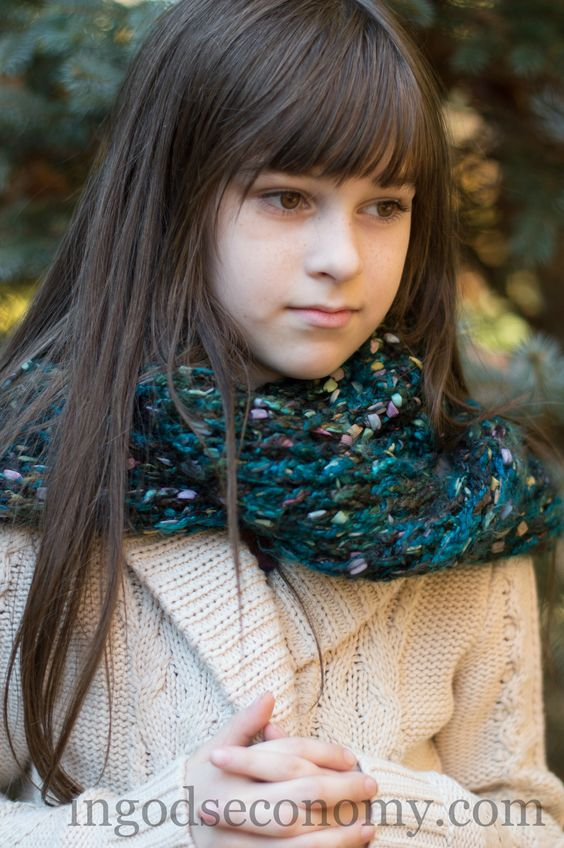 Knitting Pattern For Claire s Cowl : Loom knitting, Loom and Outlander on Pinterest