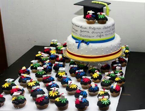 Torta y souvenir decoracion egresados pinterest for Decoracion jardin infantes