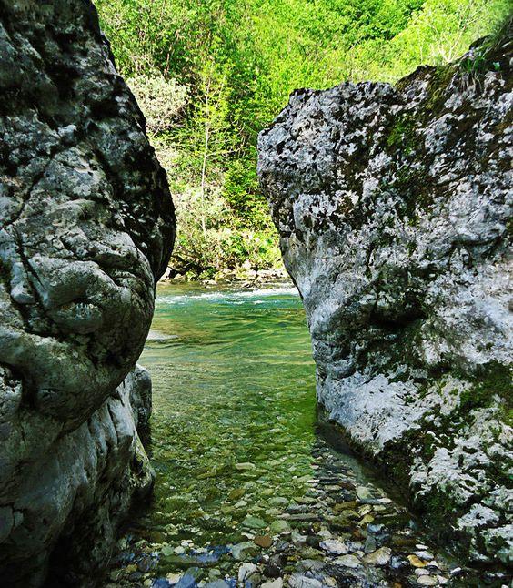 Reka Idrijca - muharjenje, ribolov, balvani