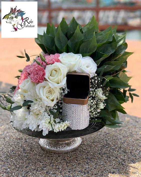 Sireh Junjung Modern Eksklusif Fresh Flower Bekas Cincin Wedding Decorations Wedding Bouquets Wedding Deco
