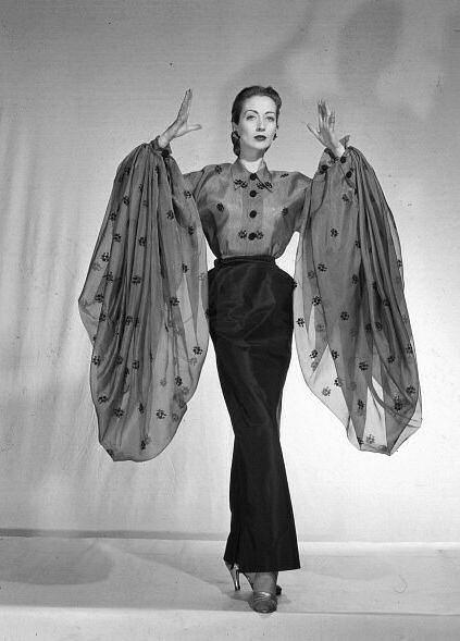 Della Oake in Schiaparelli, 1952. Image via Pinterest.