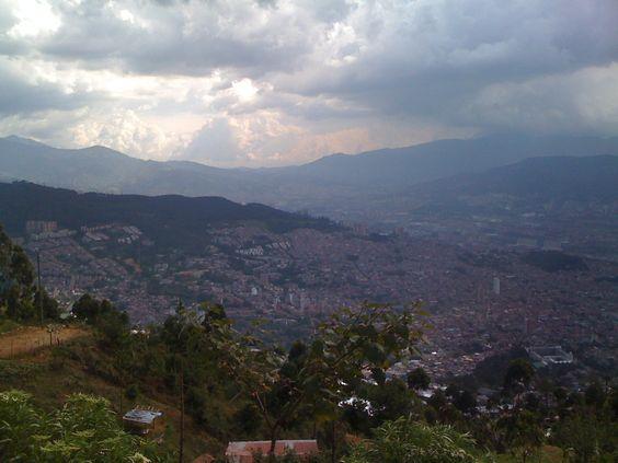 Medellín desde las laderas de la Comuna 8