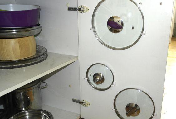 DIY – Topfdeckel ordentlich sortieren › Anleitungen, Do it yourself › DIY, System in der Küche, Topfdeckel aufbewahren, Topfdeckel sortieren