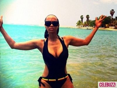 Tyra Banks Bares Beach Body In Sexy Monokini