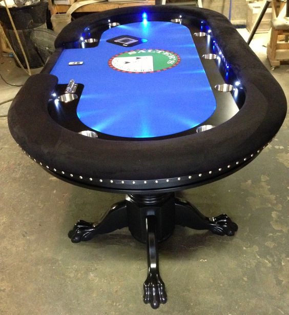 Automatic poker table