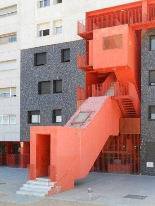 8. Entrada do Edifício Mirador, em Madri, Espanha, desenhado pelo escritório MVRCV e Blanca Ileó.