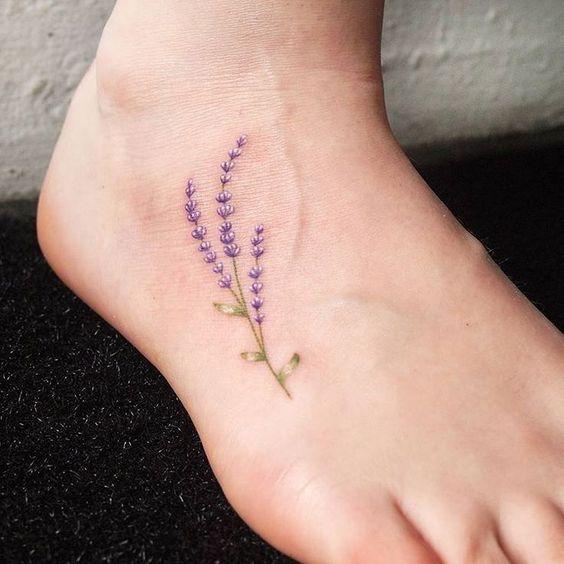 Body piercing Etoile lavender.