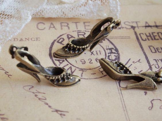 5x Antique Bronze High-Heeled Shoes Pendants PF363 de Alice Shop por DaWanda.com