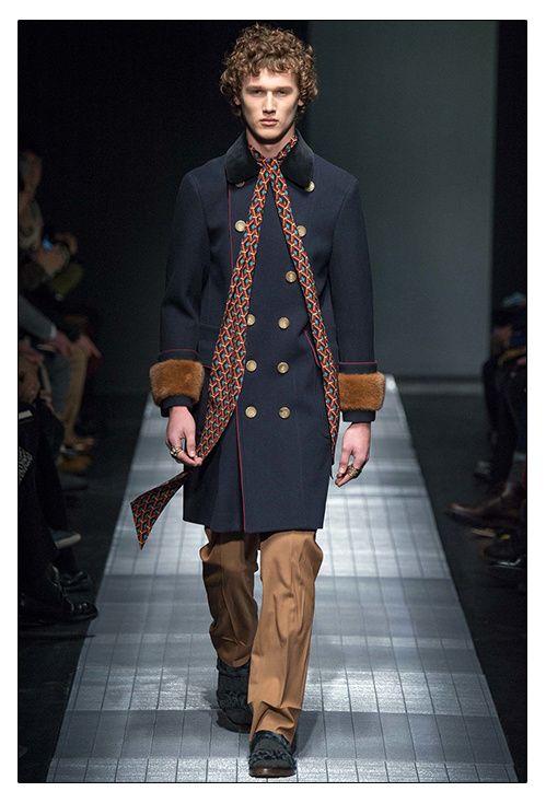Le foulard Seventies homme de Gucci