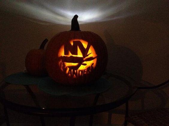 Islander fan shows off their pumpkin carving skills