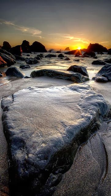 ITS A ROCK - CALIFORNIA al amanecer