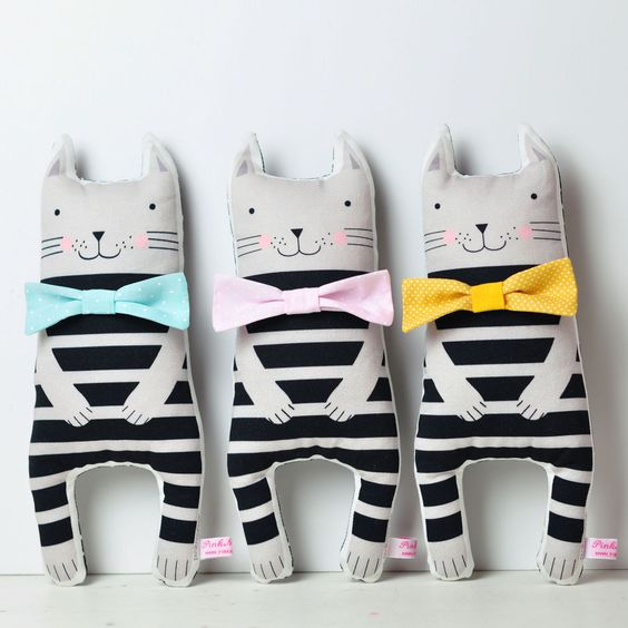handmade soft toy kittens with colored bows - by Pinknounou