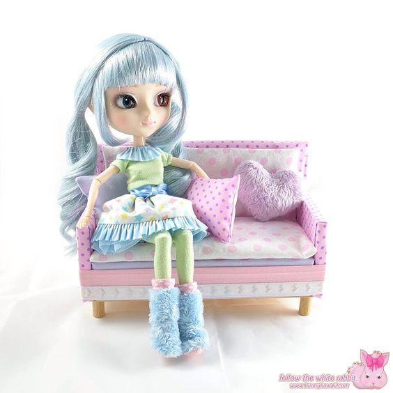 Kawaii sofa for Pullip dolls  www.bunnykawaii.com
