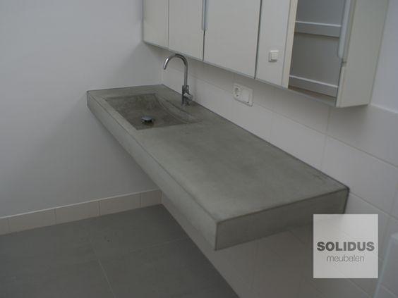 zwevend betonnen wastafel