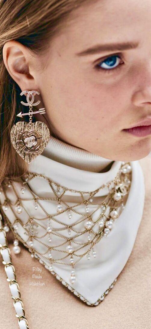 Pin By Wieslawa Stepnik On C H A N E L 2 Fashion Scarf Styles Statement Necklace