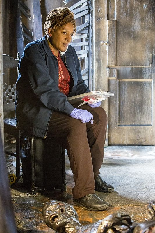 """""""Baitfish"""" - NCIS New Orleans S1 E11. CCH Pounder as Dr. Loretta wade."""