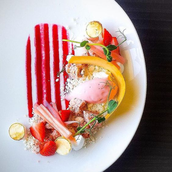 Strawberry and Rhubarb #tbt #laholmen #foodie #foodpic #f52grams #foodstarz #chefstalk #chefsroll #chefsofinstagram #gastroart #TheArtOfPlating ##expertfoods #dessertmasters #sweden #strömstad #fourmagazine #truecooks #pastry #pastrychef #patisserie #dessert #igers #igfood #instahub #instapic #instafood #instagood #delicious #yummy #nomnom by vidal31