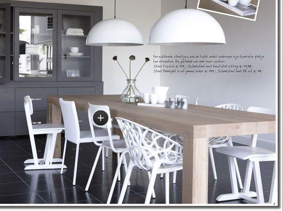 licht houten tafel met witte stoelen gaat prima samen - interieur ...