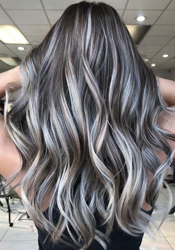 cabelo com luzes platinadas bombastica