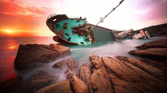 Shipwreck Ship Rocks Sea China
