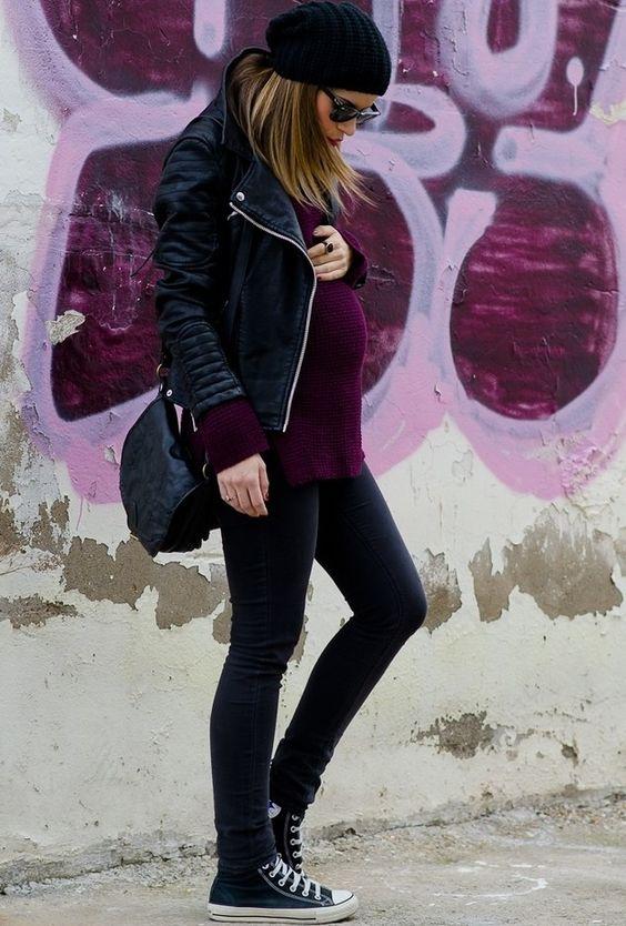zapatillas converse, pantalón y campera negra + oversize sweater