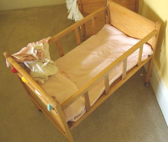 Vintage Doll Beds 100