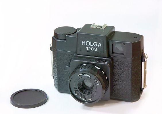 https://upload.wikimedia.org/wikipedia/commons/8/82/Holga1551.jpg