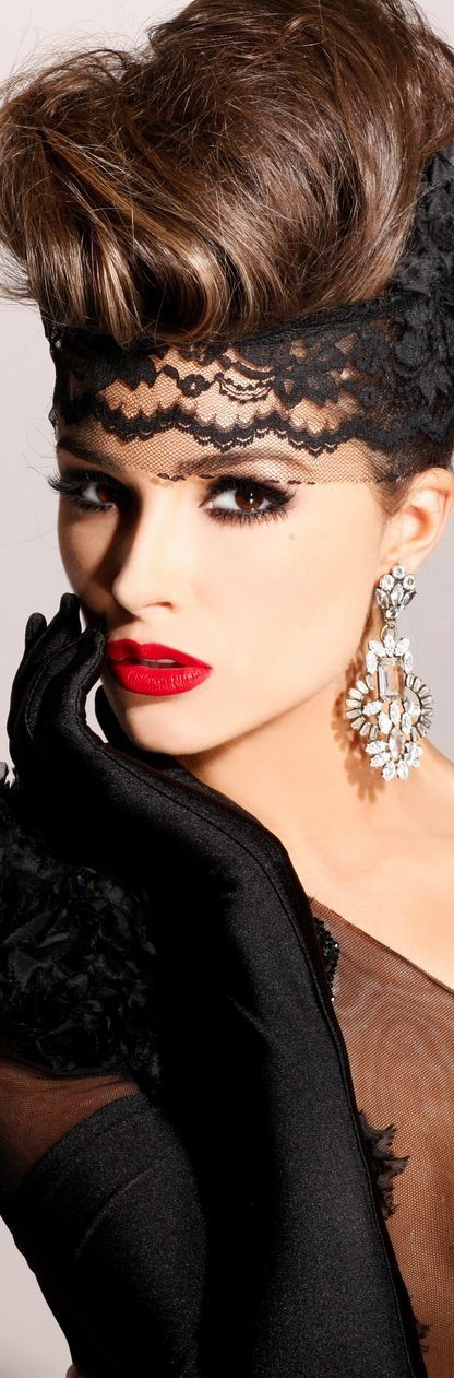 Love the make-up (& the Lace & Gloves) on Olivia Culpo, Miss Universea