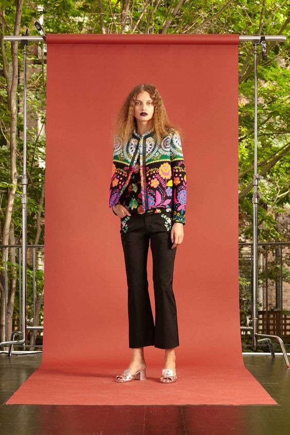 See the complete Cynthia Rowley Resort 2017 collection.