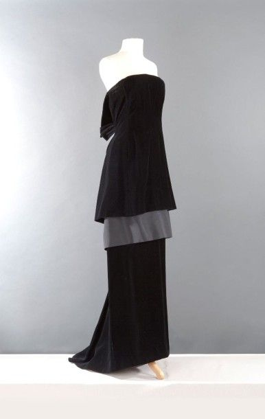 yves saint laurent haute couture n 60322 circa 1986 1988 robe longue en velours noir haut. Black Bedroom Furniture Sets. Home Design Ideas
