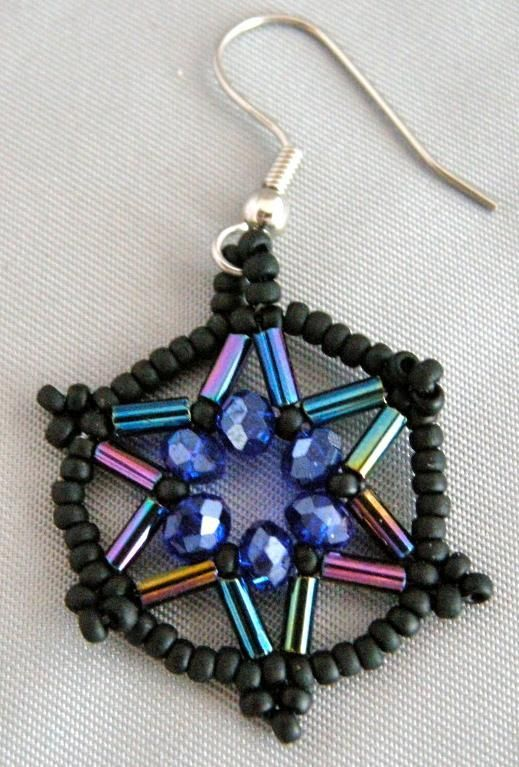 """#FreeJewelryPattern - Star Beaded Earrings by Indie Designer Le Spirit - click the image to get the free instant download of the pattern. Click """"Repin"""" to share with your friends & followers! #jewelry #earrings #pattern"""