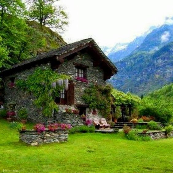 Interesting Houses And Their Occupants In The Mountains Hobbit