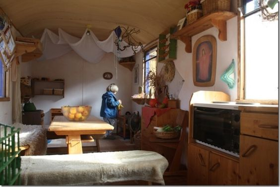 Waldorfkindergarten im bauwagen waldw gen pinterest for Raumgestaltung waldorf