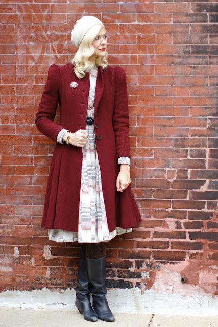 красное пальто в винтажном стиле