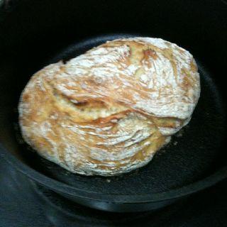 Dutch oven Crusty Bread via simplysogood.blogspot.com.  Scott said it tastes just like Carrabba's!!