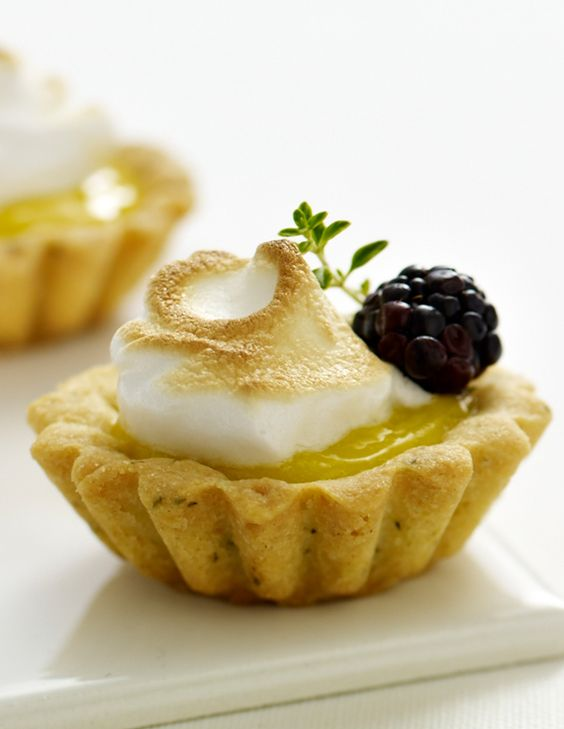 Tartelette citron & mûre  //  Ultimate Lemon Tarts with Limoncello Blackberries