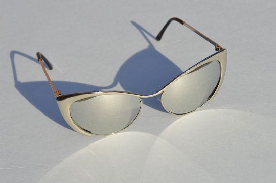 Cat eyes Sunglasses Silver Metallic chrome shadow view